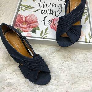 Shoe dazzle denim wooden sandals Sz 6